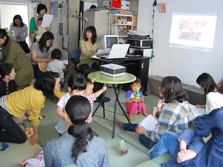子育て中の母親を対象としたアート講座「ママとこどものアートじかん」が開催