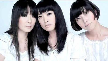 「Pefume(ペフューム)」(左から)のりゆか、ま~ちゃん、おっち