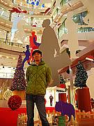 天神にモビール作家・いろけんさんのクリスマスオブジェが登場