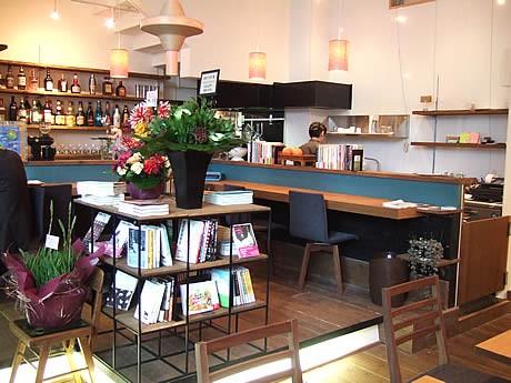 薬院にブックカフェ「Read cafe」がオープン