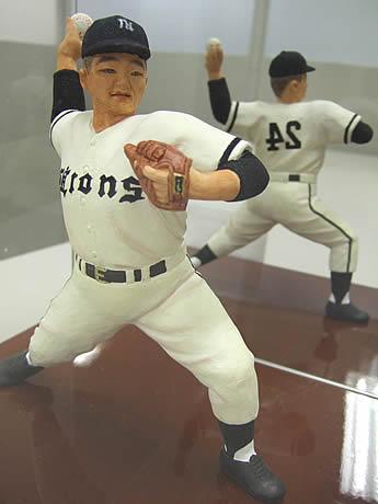 インキューブに西鉄ライオンズの稲尾和久投手の博多人形が登場