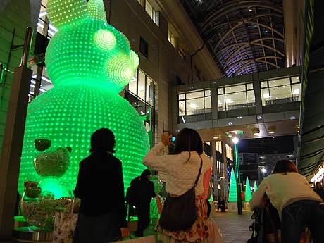 パサージュ広場のクリスマスイルミネーションが点灯