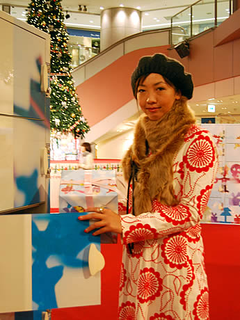 見知らぬ人との「プレゼント交換ロッカー」。アートディレクター・森本千絵さんがプロデュースした