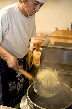 ヌードル(麺)ライターと巡る「博多ラーメンヒストリーツアー」が開催