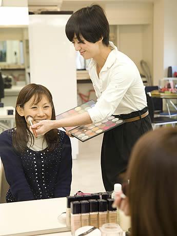 福岡市内の飲食店や美容室などで1,000円企画「天神ラブリーパスポート」が開催