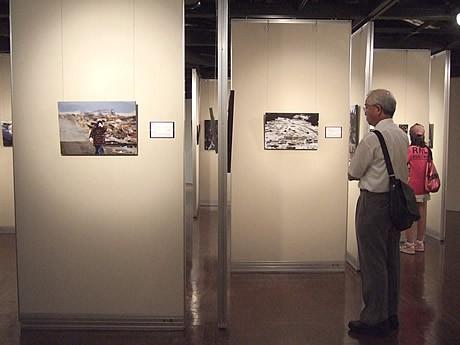 アクロス福岡で「被災地とともに~東日本大震災報道写真展」が開催