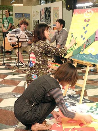 ソラリアプラザで作品展「福岡魂~目指せ!世界のアーティスト~」が開催(写真=昨年の様子)