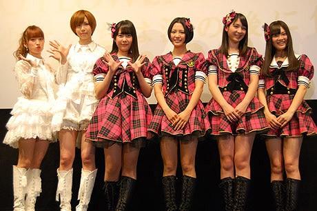 (左から)AKB48の梅田彩佳さん、大家志津香さん、HKT48の多田愛佳さん、兒玉遥さん、松岡菜摘さん、本村碧唯さん