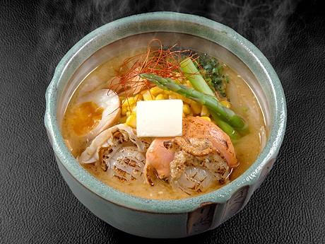 札幌ラーメン武蔵の「贅沢3種盛り味噌ラーメン」