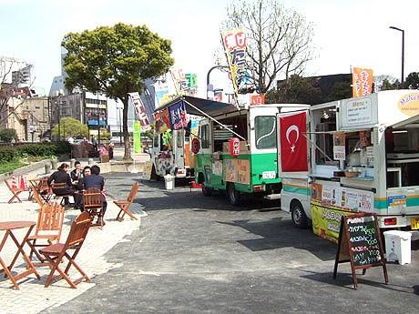 水上公園に軽食などを提供する移動販売車が登場