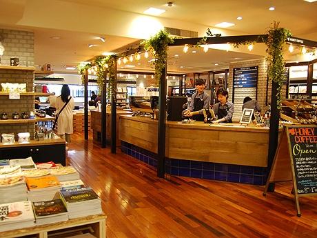 ツタヤ天神駅前福岡ビル店にカフェ「HONEY COFFE」がオープン
