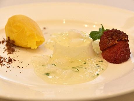 アトリエ・オキで提供する「濃厚ミルクババロア新富町産ライチとミントのジュレ」
