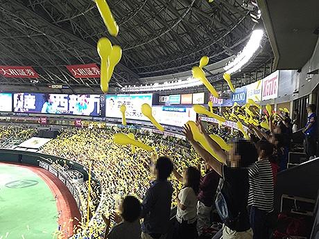 天神で街コンイベント「熱男×タカガールコン」が開催(写真はヤフオクドームで開催された様子)