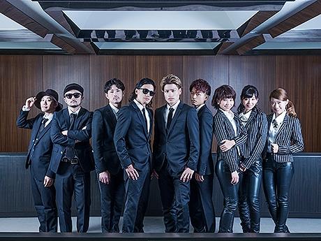 FREAK(中央4人)とレゲエユニット「Natural Radio Station」(左2人)と福岡発アイドルグループ「LinQ」(右3人)
