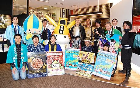 天神で福岡空港と中部国際空港路線をPRする観光イベントが開催