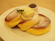 天神西通りに人気パンケーキ店「幸せのパンケーキ」 九州初、ふわふわ食感話題