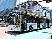 西鉄、連節バスを増便へ 小学生向け試乗イベントも