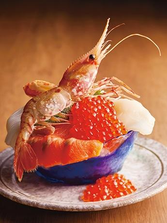 すずや食堂の「こぼれ海鮮丼」