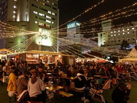 福岡市役所西側ふれあい広場で「天神クリスマスマーケット」が開催(以前開催された様子)