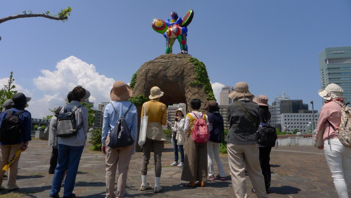 福岡市内の博物館や美術館などで「福岡ミュージアムウィーク2018」が開催(写真は昨年の「街歩きアートツアー」の様子)