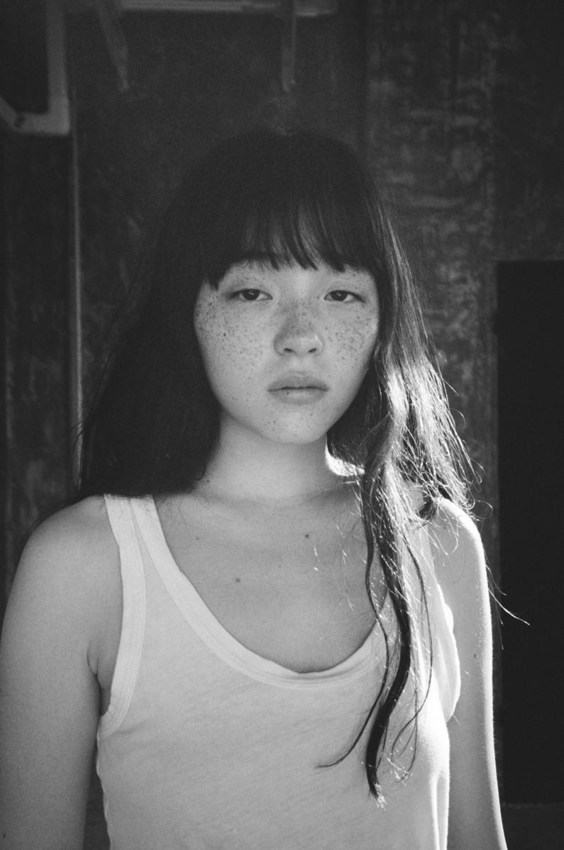 福岡パルコで「月刊モトーラ世理奈・夏 写真 二階堂ふみ」写真展開催