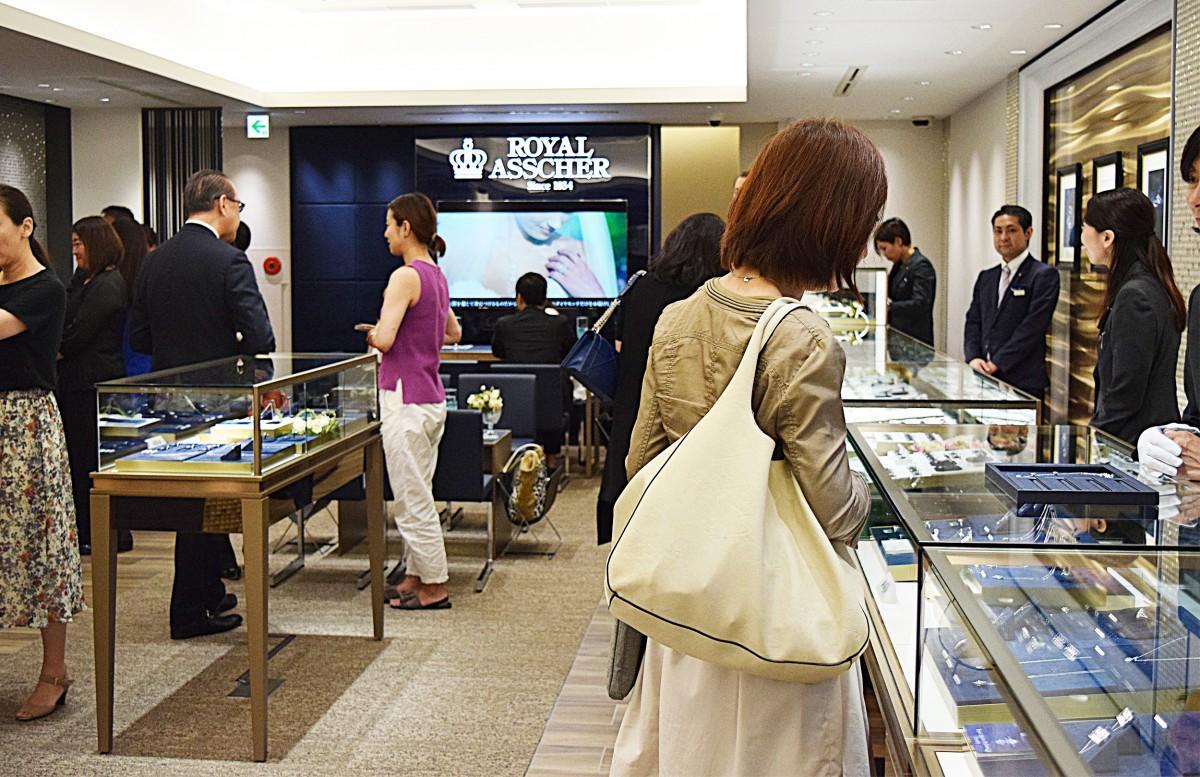 「ロイヤル・アッシャー・ダイヤモンド福岡天神店」がオープン