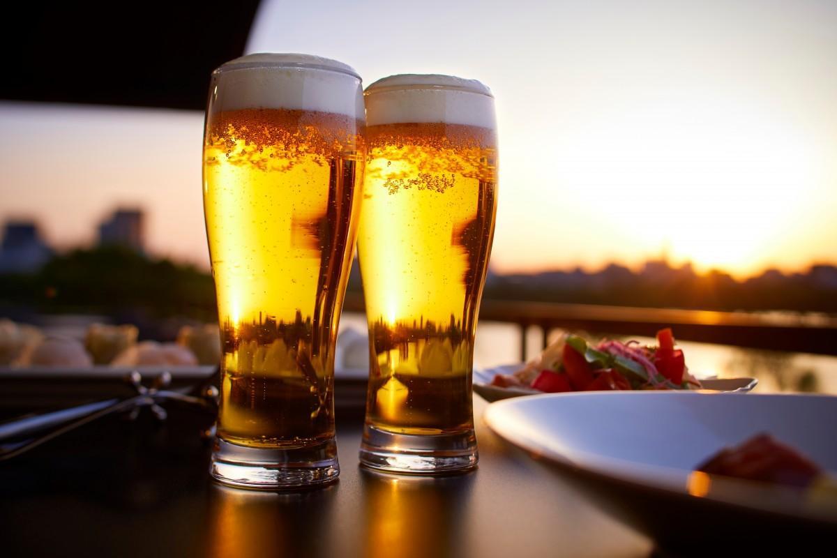 ホテルニューオータニ博多が運営するレストラン「プルヌス」で夏季限定「ミュージアム ビアプラン」を提供