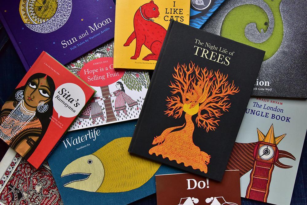 タラブックスの本の数々 写真:松岡宏大
