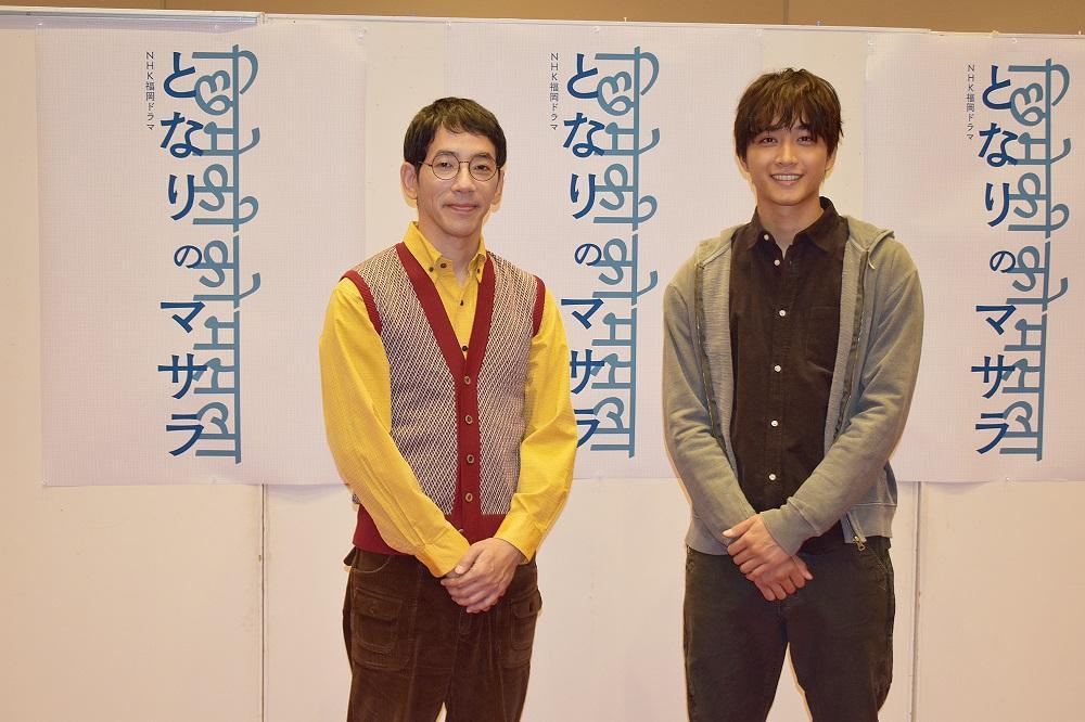 制作発表の様子。左から野間口徹さん、佐藤寛太さん(写真提供:NHK福岡放送局)