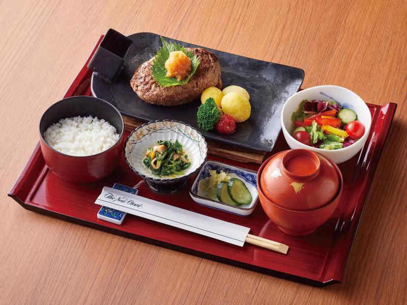 日本料理「千羽鶴」のアニバーサリーランチ「おろしハンバーグ御膳」