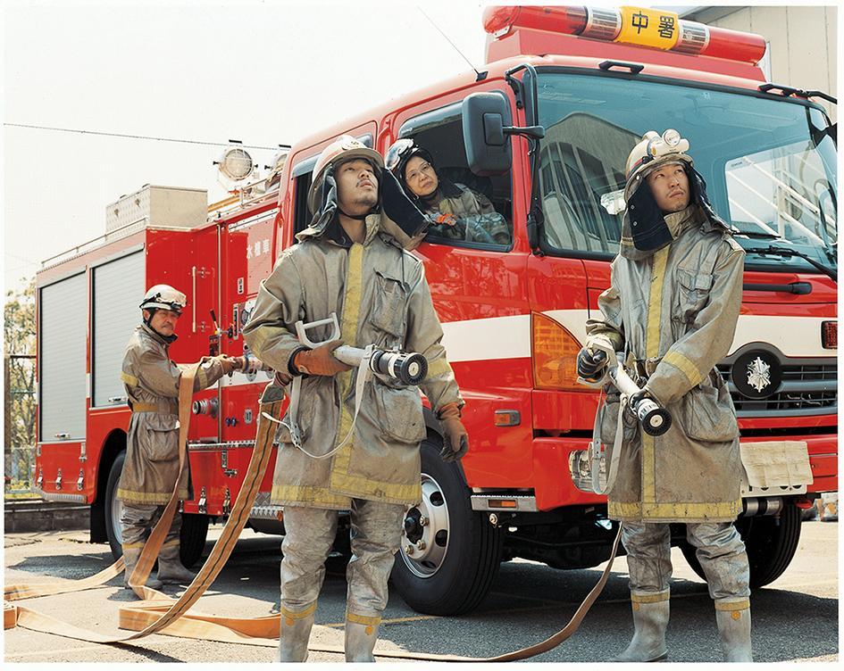 浅田政志「浅田家」消防士(2006年)