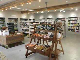 福岡・高砂にオーガニックストア「アンドザソイル」 旬の野菜やオーガニック食品など
