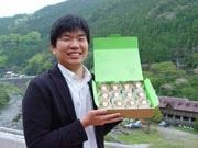 おくるみに包まれた「安産きうい」、上勝町の地域おこしでネット販売