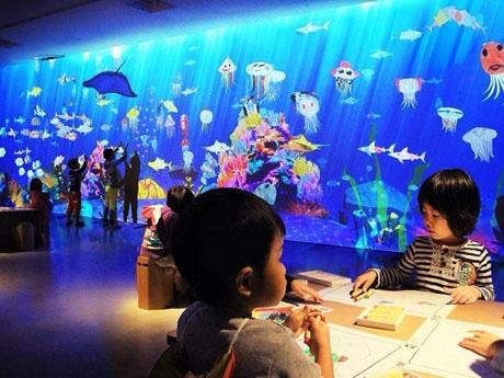 四国初開催の「お絵描き水族館」