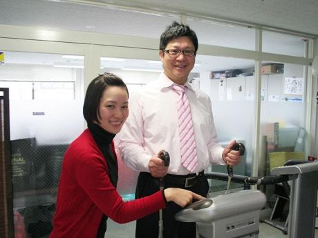 体成分分析器「X-SCAN」を使って筋肉量、脂肪量を精密に計測する
