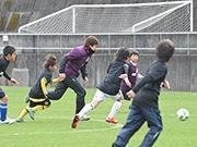 徳島で地元出身Jリーガー10人が集結 小学生サッカースクールも