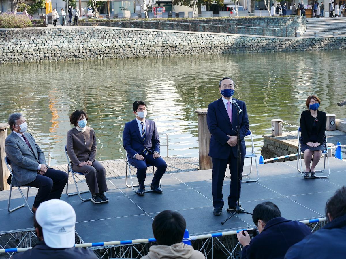 「とくしまマルシェ」10周年記念式典であいさつする飯泉嘉門徳島県知事
