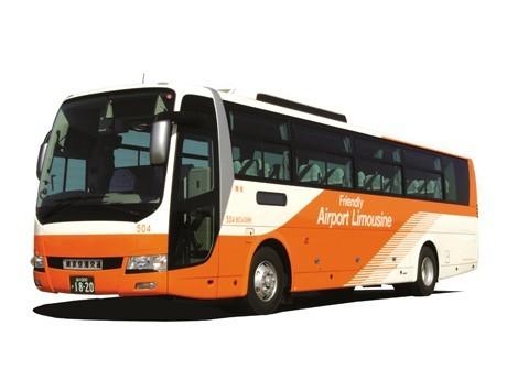 東京空港交通のリムジンバス。羽田線と成田線を合わせて1日約1,200便運行されている。写真=東京空港交通