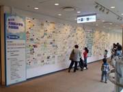 羽田空港で開催される「大田区小学生大絵画展」風景 写真=日本空港ビルデング