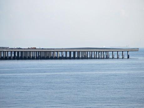 建設中の羽田空港D滑走路の桟橋部分。環境への不可を軽減するため全長の約3分の1が桟橋形式となっている