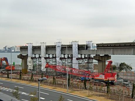 羽田空港国際線地区で撤去作業が続く残る東京モノレールの旧軌道
