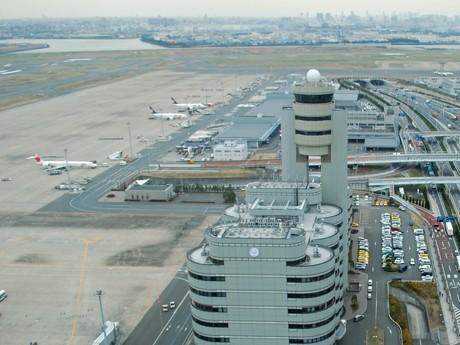 羽田空港管制塔から望む旧管制塔(参考画像)