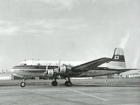 「第3回」で展示される「日本航空ダグラス DC-4 型機」