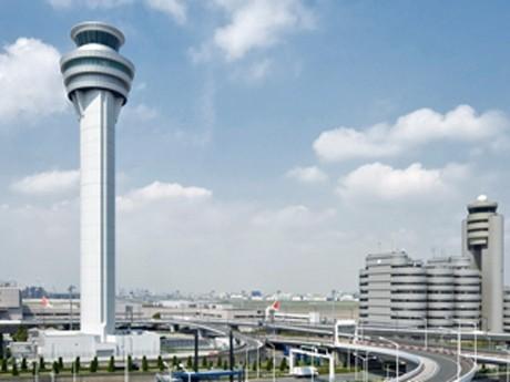 羽田空港の新旧管制塔(参考画像)