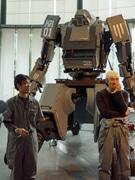 未来館に「人型四脚ロボット」登場-乗って遊べる巨大「トイロボット」