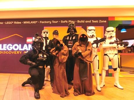 お台場「レゴランド」に映画「スター・ウォーズ」の人気キャラクターが集結する。