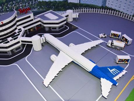 LDC東京で建設が進められているジオラマ「羽田空港」。完成後は照明なども装備される予定。