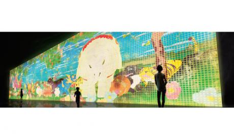 チームラボの代表作、高さ約5メートル、幅約20メートルで展示される「Nirvana」。