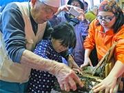 お台場で「江戸前・海苔作り体験」 自作海苔巻きの試食も