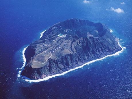 二重カルデラが特徴的な青ヶ島